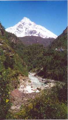 Dudh Kosi- the milk river.jpg (15186 bytes)