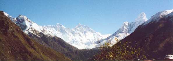 Everest,Lhotse,Ama Dablan.jpg (14309 bytes)